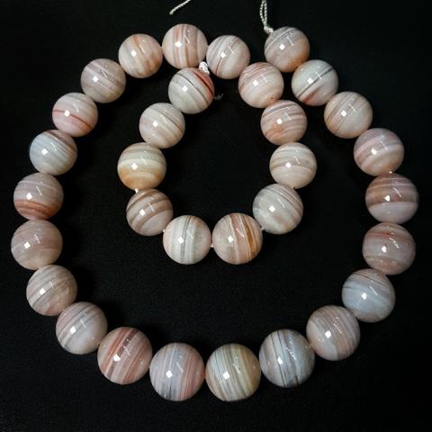 Бусины халцедон А бело-розовый шар гладкий 12-12,5 мм 16 бусин
