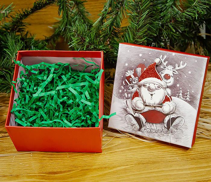 BOX260-2 Подарочная коробка «Дед Мороз на оленях» (11*11*8 см) фото 06