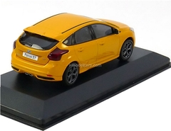 Ford Focus ST 2012 burnt yellow metallic Minichamps 1:43