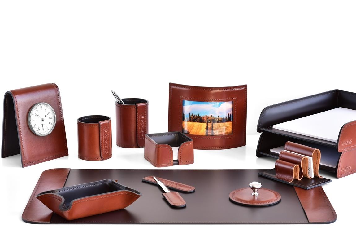 набор на стол из кожи коричневый 12 предметов