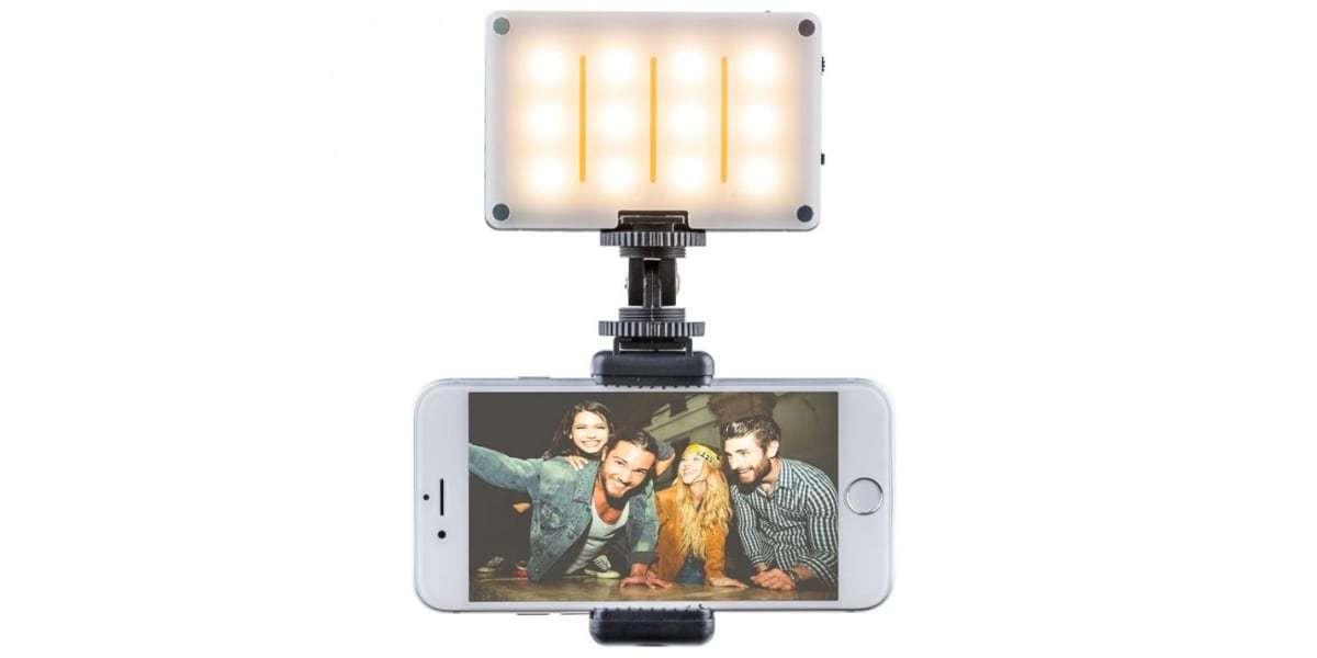 Осветитель светодиодный Pictar Smart Light с держателем для смартфона вид спереди
