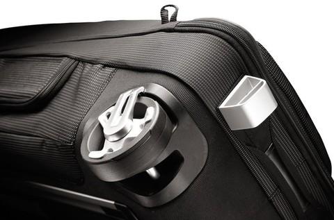 Картинка сумка на колесах Thule Crossover Rolling Duffel 87L черная