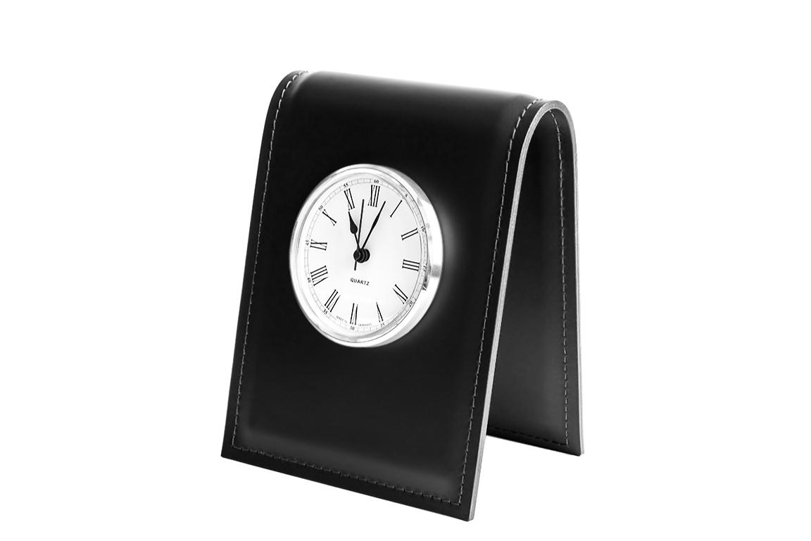 черные настольные часы из кожи