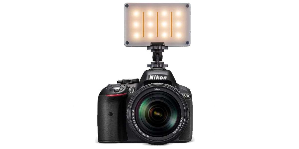 Осветитель светодиодный Pictar Smart Light на фотоаппарате