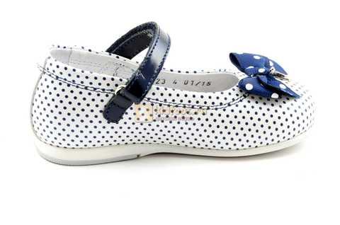 Туфли ELEGAMI (Элегами) из натуральной кожи для девочек, цвет белый в синий горошек. Изображение 4 из 12.