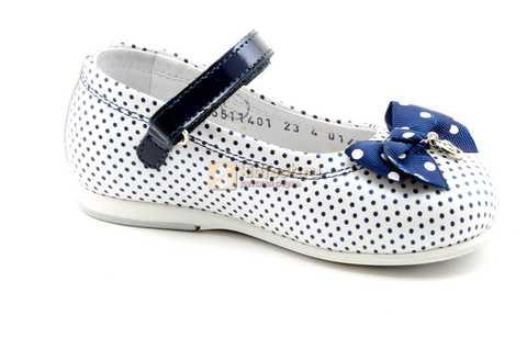 Туфли ELEGAMI (Элегами) из натуральной кожи для девочек, цвет белый в синий горошек. Изображение 2 из 12.