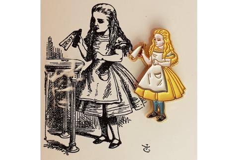 Пин Алиса в стране чудес. Выпей меня