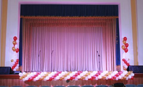 Гирлянда из шаров на сцену