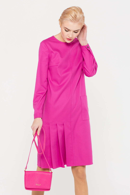 Платье З388-194 - Необычный дизайн и яркий цвет – это платье станет украшением любого современного гардероба. Модель с круглым вырезом горловины прямого силуэта. Асимметричные складки снизу подарили модели современное звучание. Дополнительным украшением стал накладной карман. Такое платье подчеркивает взыскательный вкус его обладательницы и приковывает внимание окружающих.