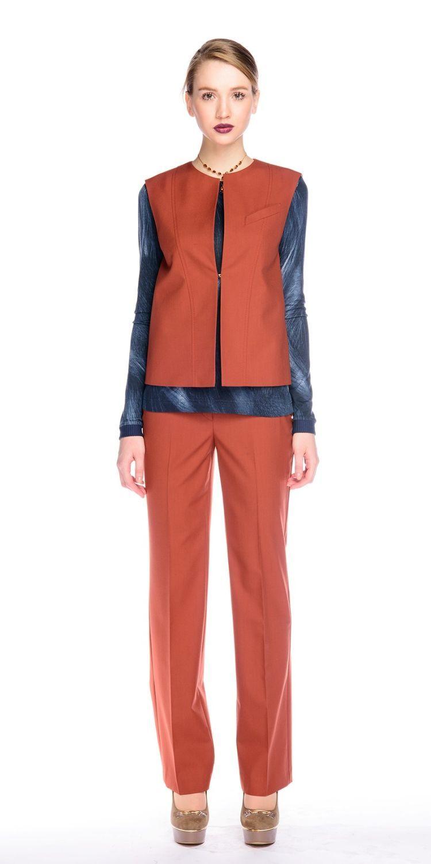 Жилет С059-514 - Жилет прямого силуэта в классическом стиле. Застегивается в стык на потайной крючок. Выполнен из костюмной ткани, подкладка из поливискозы. Предлагается в коплекте с брюками или юбкой из такой же ткани. Прекрасная альтернатива жакету.
