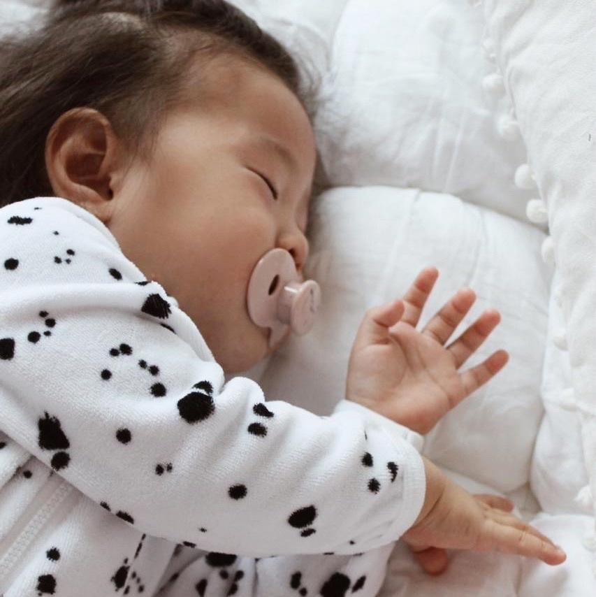 Велюровый комбинезон с закрытой ножкой Mjölk Sleep and Play Кляксы