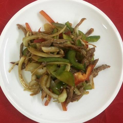 38-52Салат утка с овощами под соусом