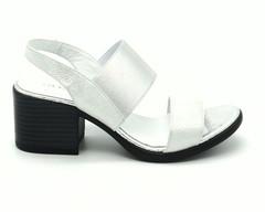 Серебряные кожаные босоножки на высоком устойчивом каблуке