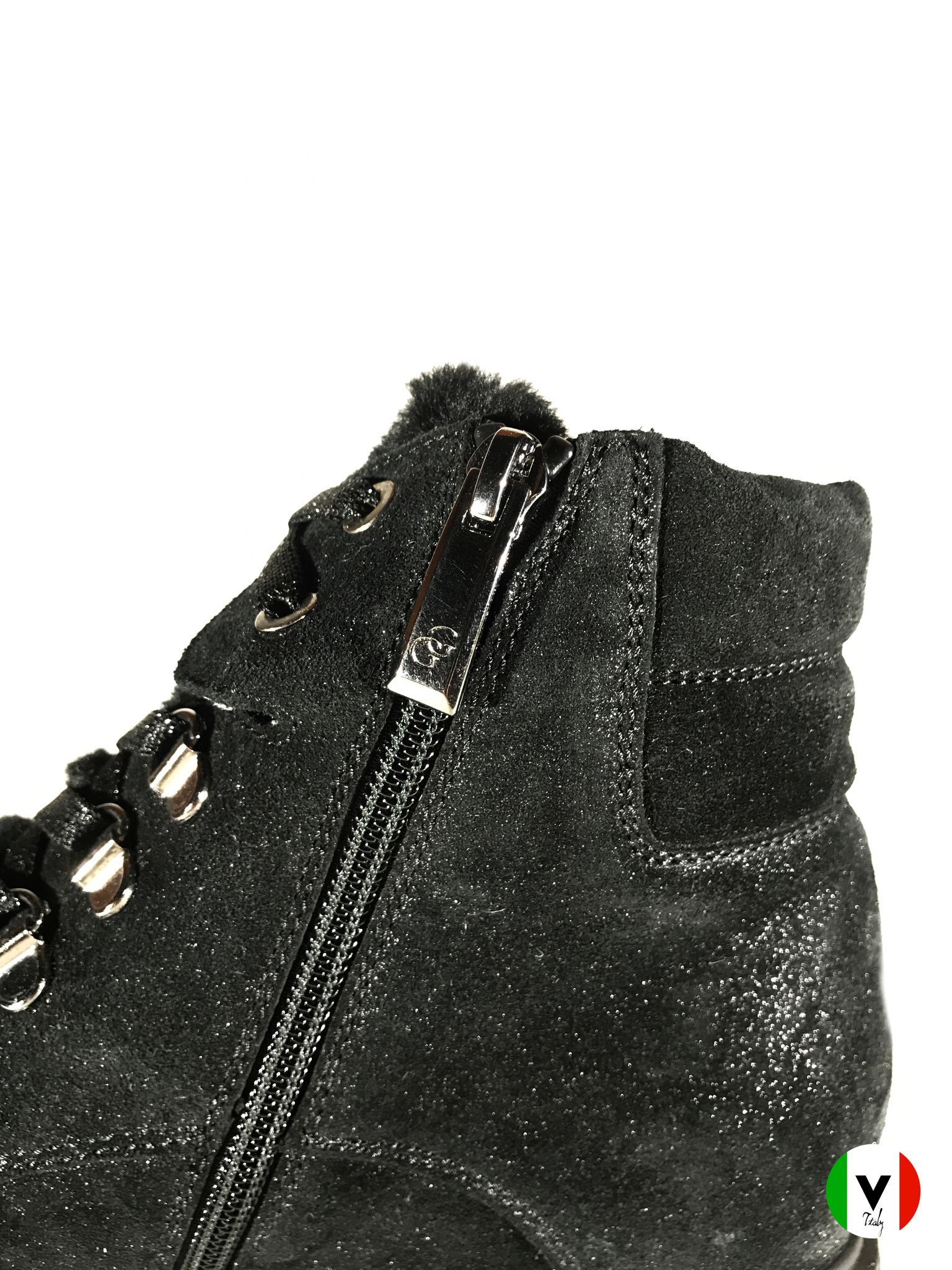 Зимние ботинки Giada Gabrielli из замши с лазерной обработкой 840, артикул 840, сезон зима, цвет чёрный, материал замша, цена 11 000 руб., veroitaly.ru