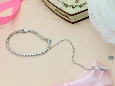 Слейв-браслет дорожка из серебра с цирконами  в стиле APM MONACO