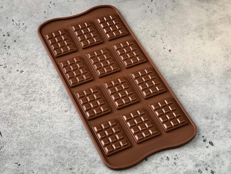 Силиконовая форма ИЗИ-ШОК 12 мини плиток, Silikomart