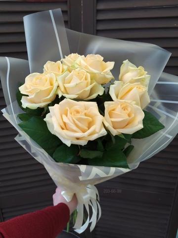 9 кремовых роз в оформлении #2673