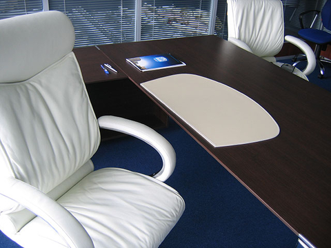 Подложка на стол -Бювар из кожи , Модель 26.