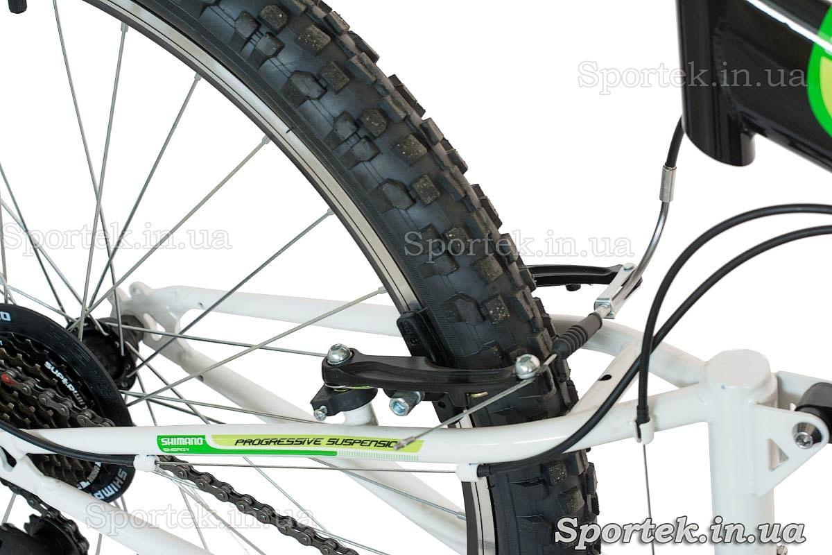 Тормоз V-brake и обода горного универсального велосипеда Formula Kolt 2015 (Формула Кольт)
