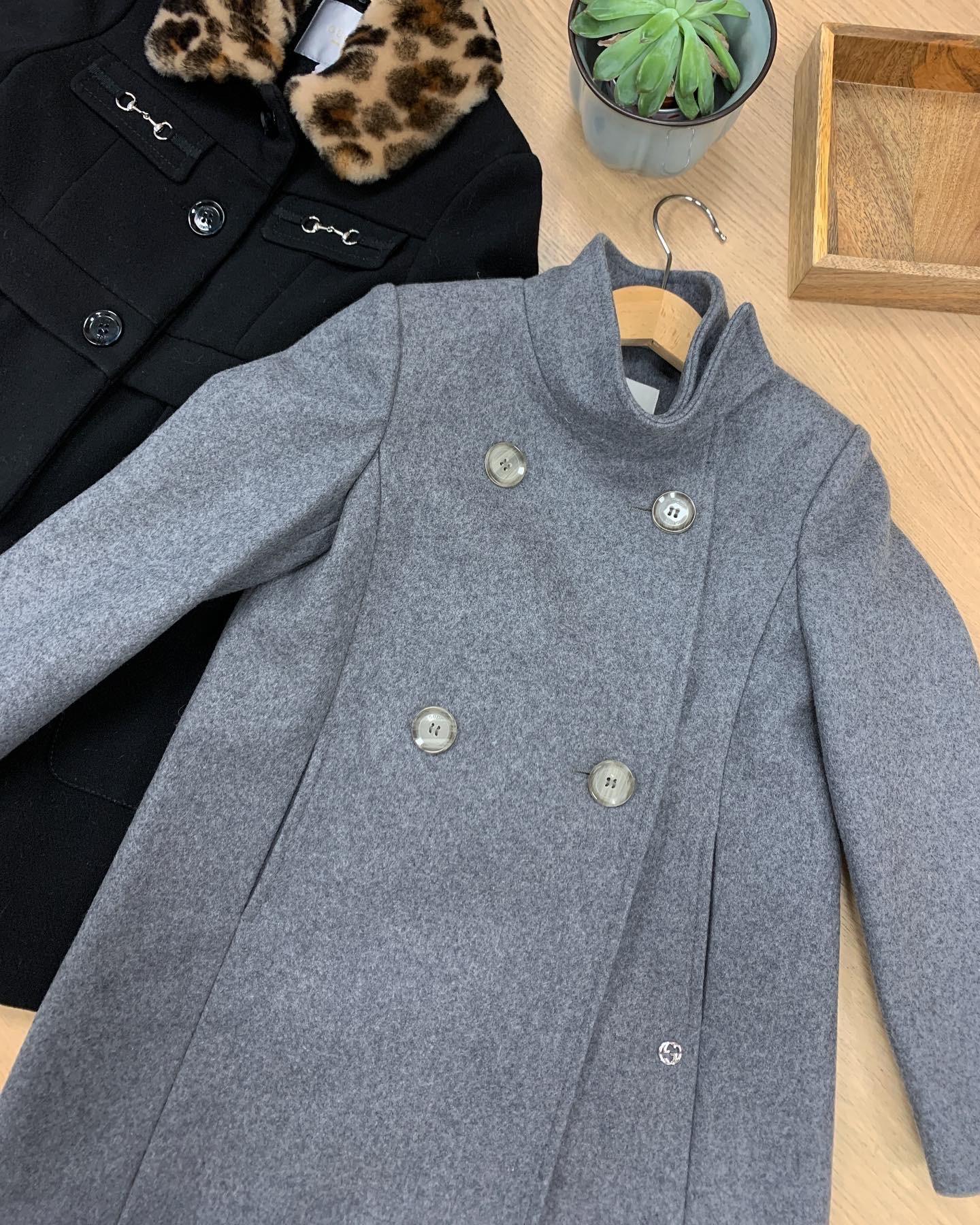 Серое пальто Gucci