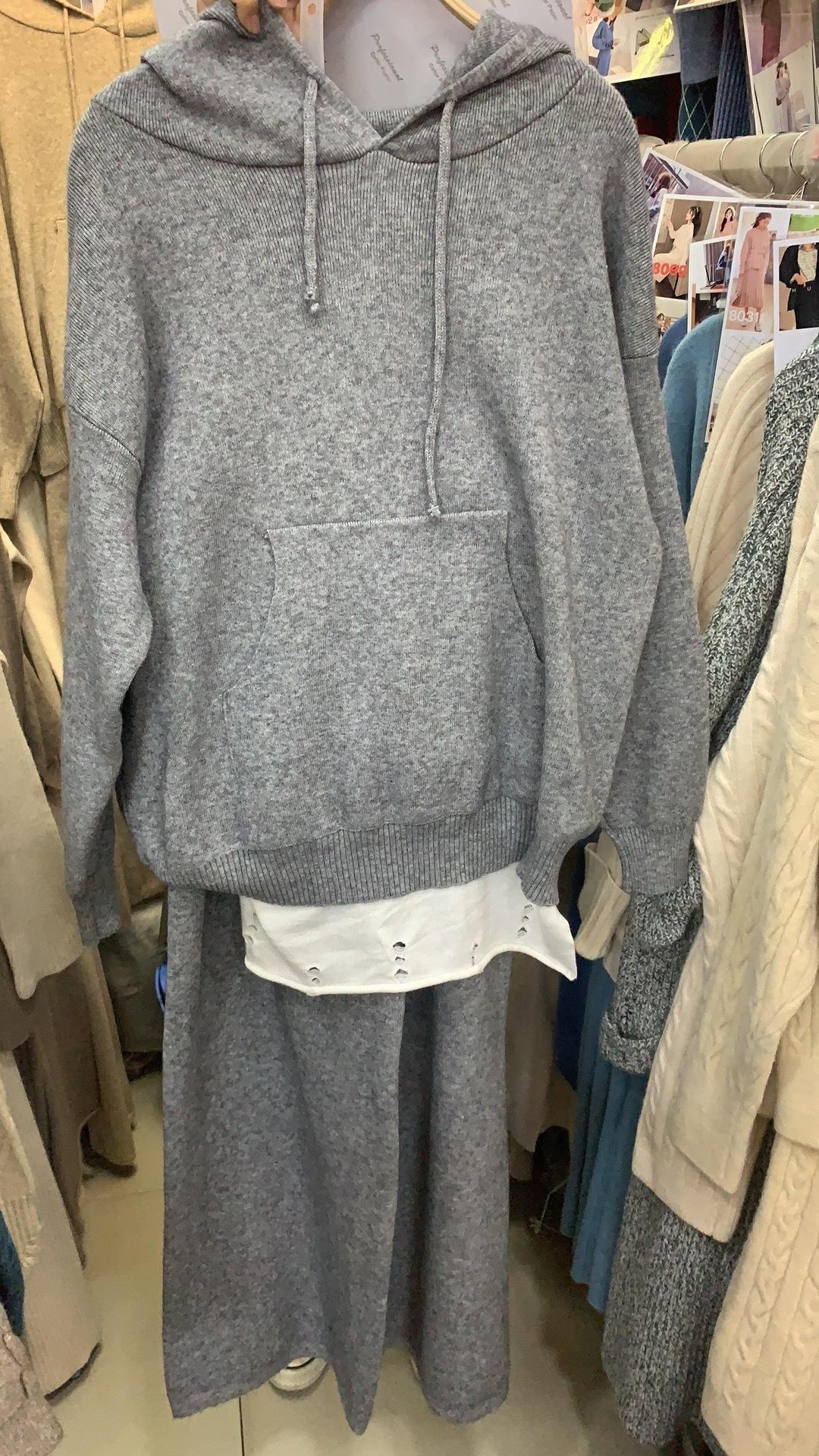 Трикотажный костюм с кюлотами, серый