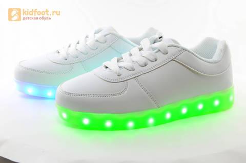 Светящиеся кроссовки с USB зарядкой Fashion (Фэшн) на шнурках, цвет белый, светится вся подошва. Изображение 10 из 29.