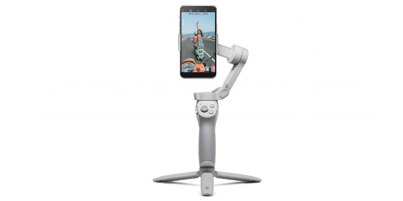Стабилизатор DJI Osmo Mobile OM4 со смартфоном на треноге