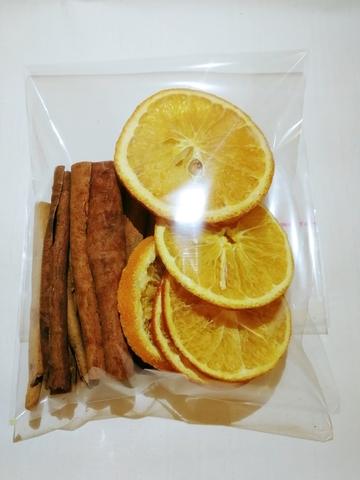 Дольки апельсина сушеные (8 шт.) и корица (7 палочек)