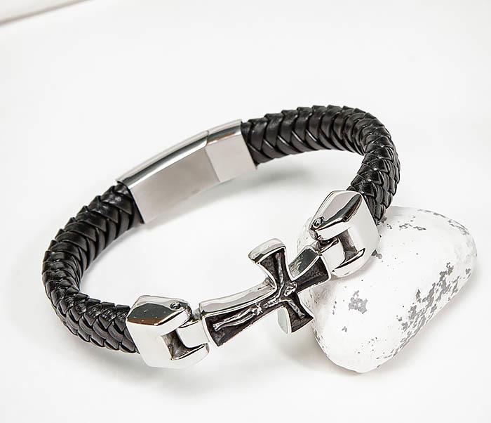 Фото - Крупный браслет из кожи со стальным крестом мужской браслет из кожи со стальной проволокой 20 см