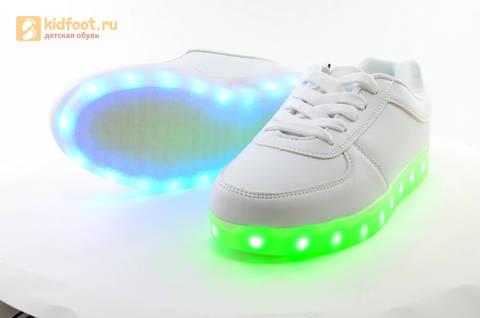 Светящиеся кроссовки с USB зарядкой Fashion (Фэшн) на шнурках, цвет белый, светится вся подошва. Изображение 11 из 29.
