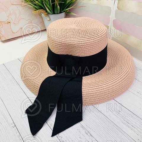 Розовая женская овальная шляпа соломенная канотье чёрной с лентой