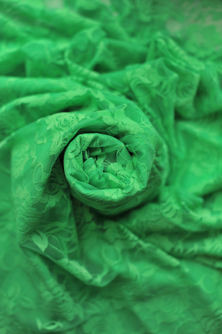 Рейтинговое платье бифлекс с гипюром
