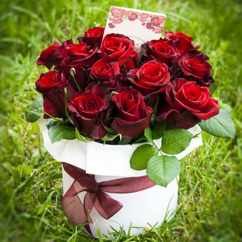15 роз в шляпной коробке #1544