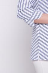<p>Хлопковый блузон на каждый день! Отличный вариант для деловой леди. Планка на пуговицах с отложным воротом на стойке. Рукав 3/4 с манжетом. По бокам разрезы.Длина изделия 44р.-52р. = 67см.-70см.</p>