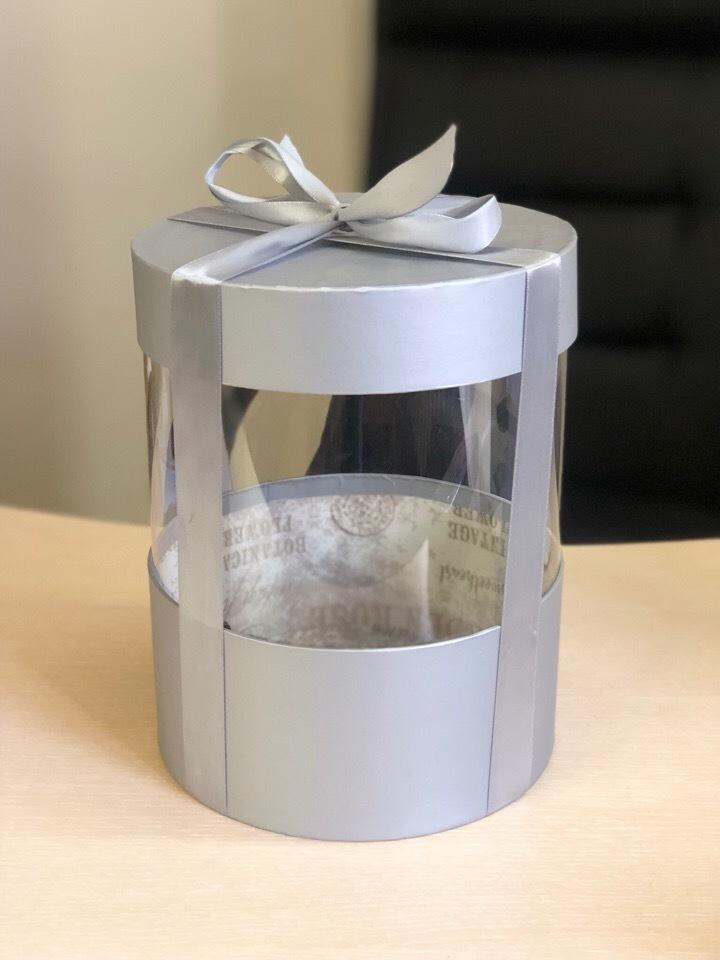 Коробка аквариум 20 см Цвет : Серебро  . Розница 400 рублей .