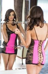 Комбинированное платье из кружева на шнуровке сзади Evie-pink