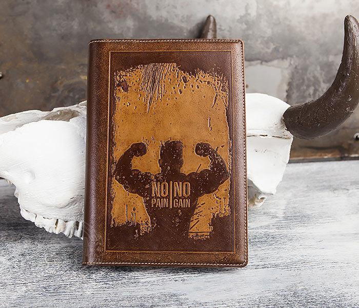 Недатированный кожаный ежедневник с надписью «No pain, no gain» (А5)