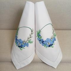 Салфетка с вышивкой - цветы