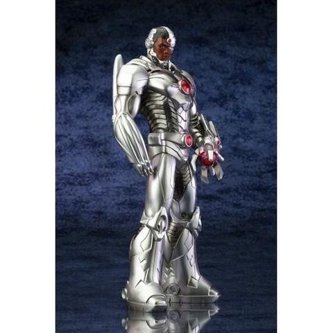 New 52 1/10 Cyborg Scale ArtFX Statue