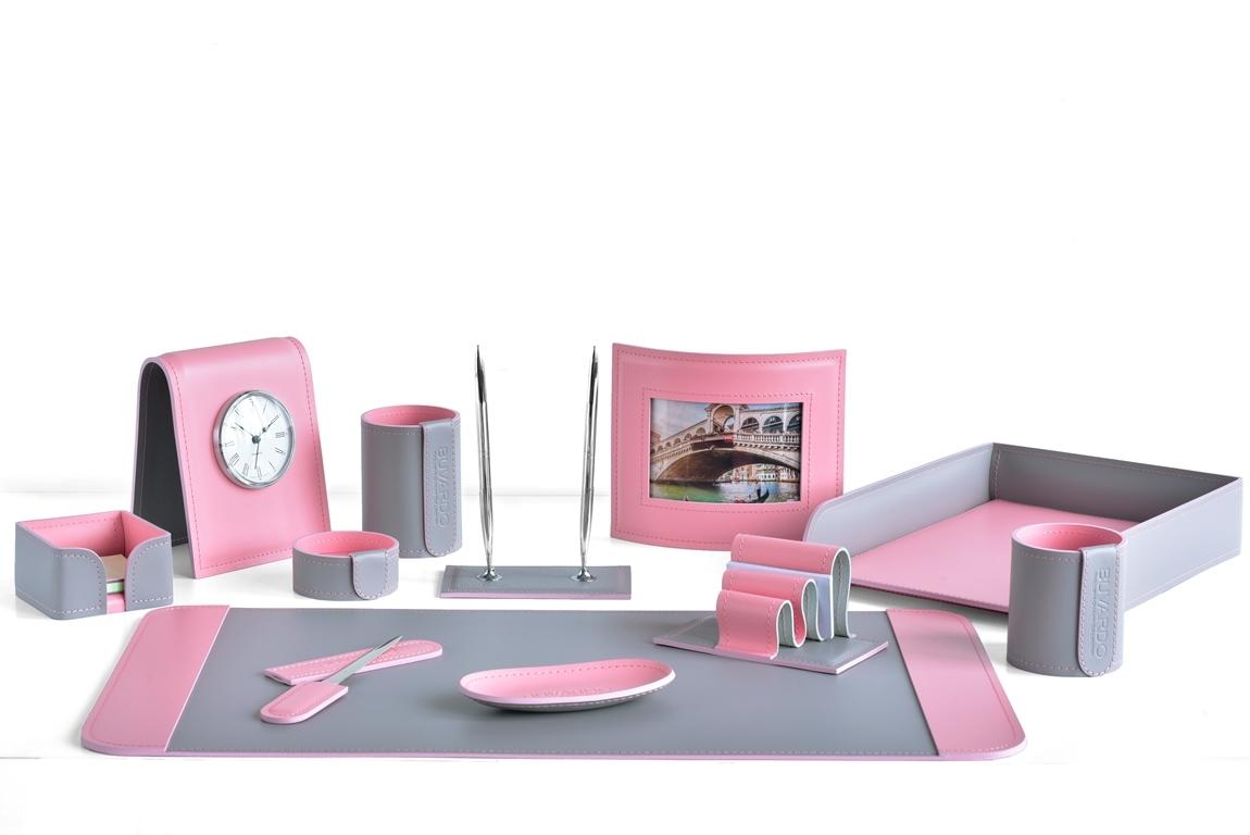 Набор НАСТОЛЬНЫЙ из кожи Cuoietto цвет серый/розовый 12 предметов