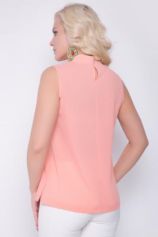 <p>Хит летнего сезона! Эффектная блузка для стильной леди. Ворот стойка, по переду шикарная рюша. По спинке застежка на пуговицах.Длина изделия 44р.-50р. = 60см.</p>