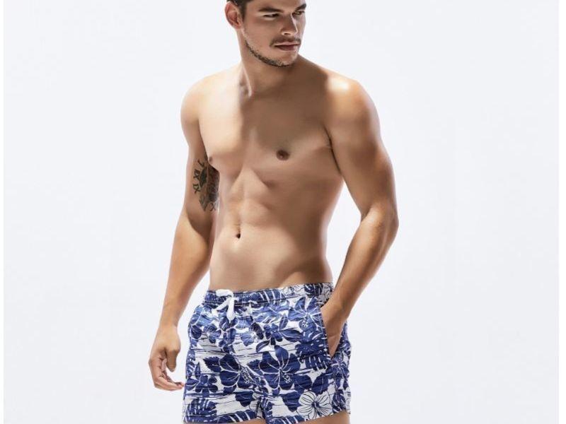 Мужские пляжные шорты белые с синим цветочным принтом SEOBEAN 30240
