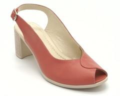 Босоножки на каблуке с геометрическим рисунком