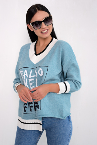 <p>Ультрамодный пуловер оверсайз с V-образным вырезом и рукавами 7/8 порадует свою обладательницу, а так же согреет в прохладные деньки.</p> <p>&nbsp;</p> <p>&nbsp;</p> <p>&nbsp;</p> <p>(Один размер: 46-52)</p>