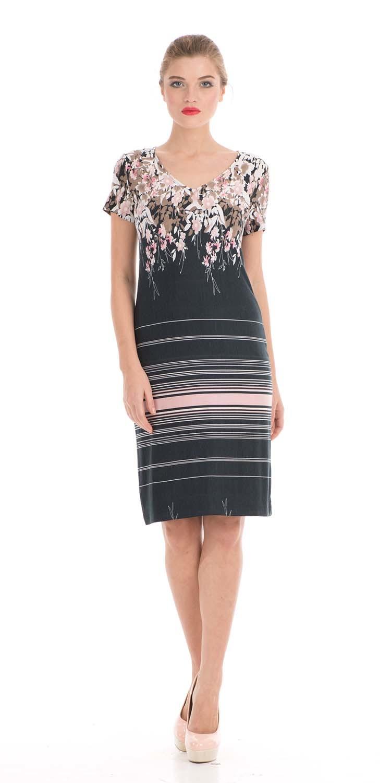 Платье З000-213 - Стильное платье классической длины по колено, с приталенным силуэтом свободного облегания - вот что нужно для создания необычного образа как для торжественного выхода, так и для повседневного образа. Верхняя часть платья украшена V-образным вырезом в обрамлении цветов в коричнево-бежевой гамме, а ниже линии талии - горизонтальными полосами разной ширины. Благодаря продуманному крою, хорошо сидит на любой фигуре.