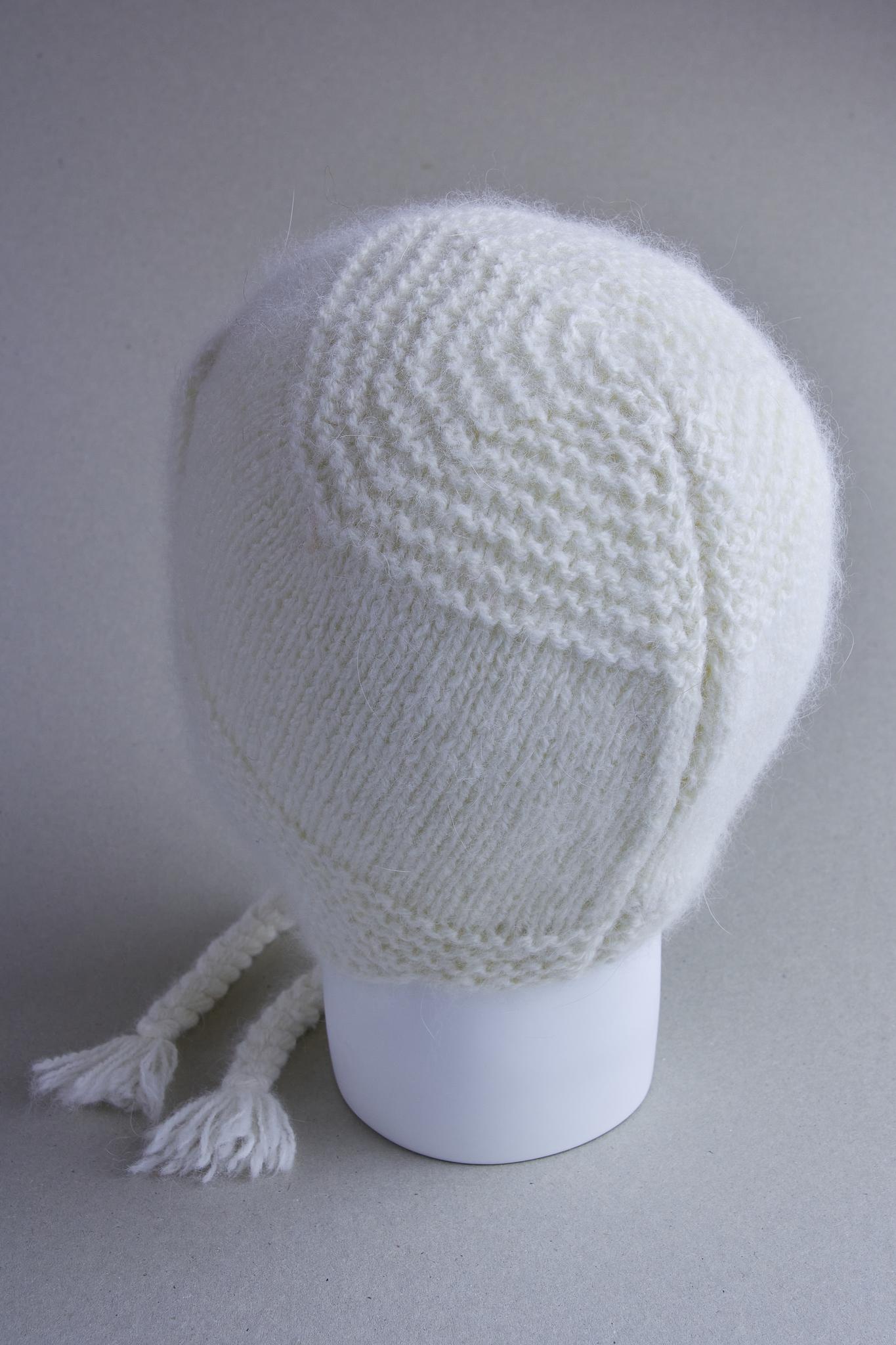 Белая шапка из ангоры