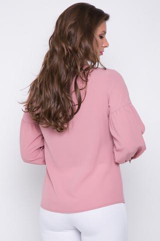 <p>Стильная, эффектная, офисная блузка. Длинный рукав на манжете, отрезной, по линии ниже плеча на сборке. Ворот на стойке. По переду планка с пуговицами.</p>
