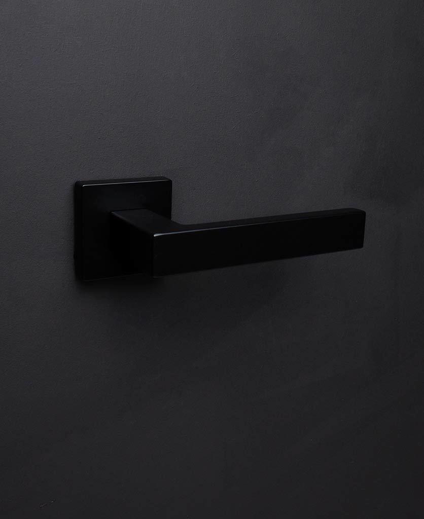 Дверные ручки Дверная ручка D42 Hockney-Door-Handle-Black.jpg