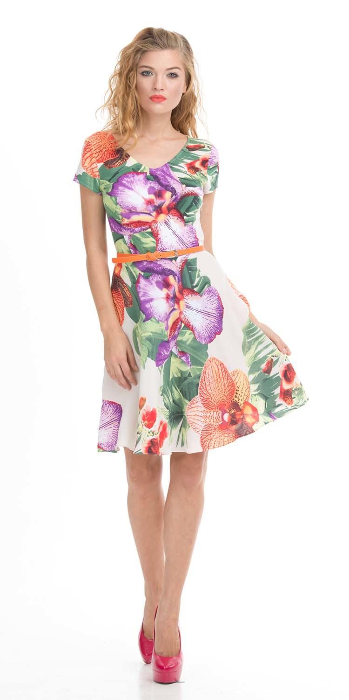 Платье З021а-119 - Романтичное нежное платье с изысканным цветочным принтом - то, что нужно для привлечения внимания окружающих. Его приталенный силуэт делает женскую фигуру более стройной и зрительно увеличивает рост, а светлый тон значительно освежает цвет лица. Короткие рукава позволяют подчеркнуть линию рук, треугольный вырез - красивые очертания шеи, делая обладательницу платья женственной. Подходит для романтической вечеринки и деловой встречи.