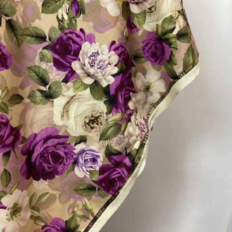 Ткань шерсть розы на бежевом фоне 3063